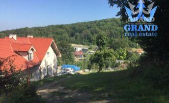 TOP STAVEBNÝ POZEMOK ! MARIANKA, PARTIZÁNSKA, krásny stavebný pozemok s elektrikou a kanalizáciou,pb
