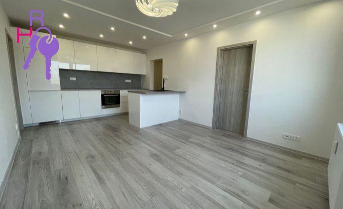 Na predaj 4 izbový byt po kompletnej rekonštrukcii na  Komárnickej ulici v  Ružinove