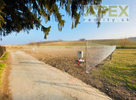 Exkluzívne iba u nás v APEX reality - stavebný pozemok 749 m2, IS na pozemku, Dolné Trhovište