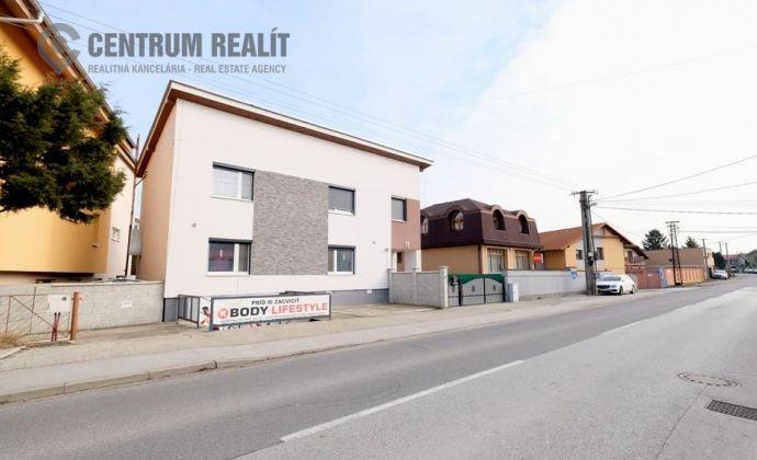 Priestranný zrekonštruovaný rodinný dom s podnikateľským priestorom, BA - Podunajské Biskupice