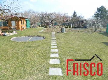 Predáme peknú záhradku s chatkou v Seredi