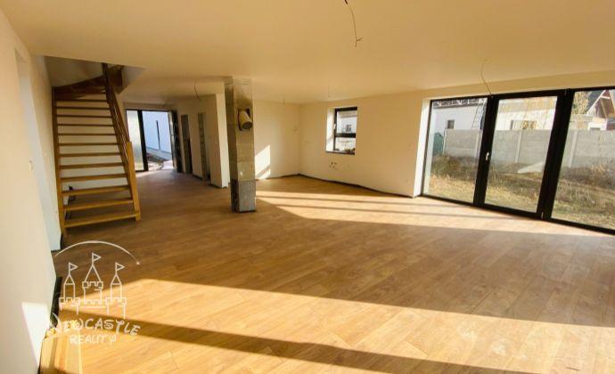 REZERVOVANÉ - Rodinný dom na predaj - veľkorysý 4.  izbový rodinný dom v stave štandard s výmerou 145 m2 a pozemkom 517 m2