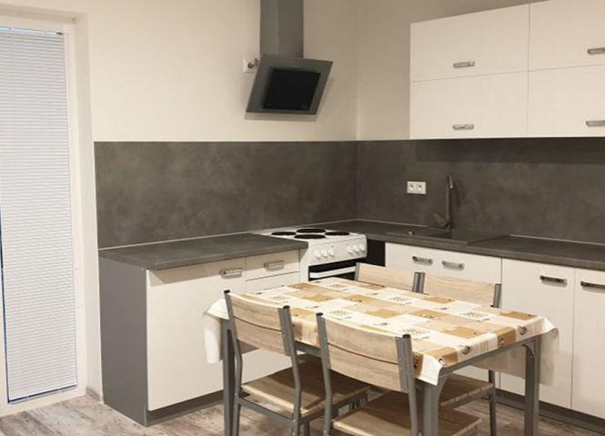1 izbový byt - Oslany - Fotografia 1