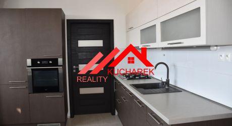 Kuchárek-real: REZERVOVANÝ: Ponúka 3 izbový byt na sídlisku Sever, Svätopluková ul. Pezinok