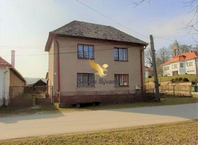 Veľký rodinný dom v obci Uhorské