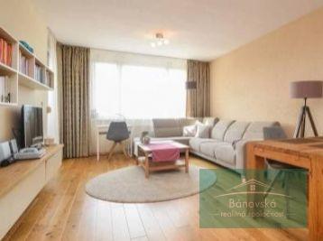 Pekný 4 izbový byt s loggiou na predaj/ Dubnička