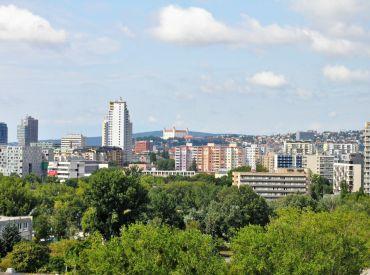 Hľadáme pre nášho klienta 2-izbový byt v Bratislave-Ružinov