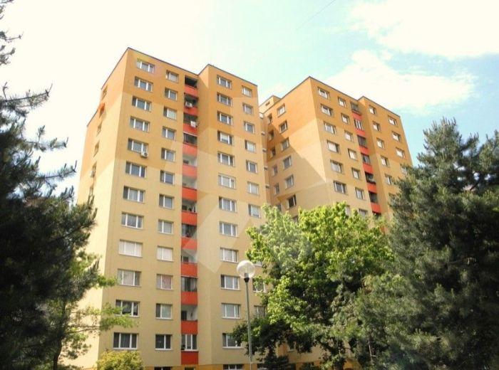 PREDANÉ - FURDEKOVA, 3-i byt, 60 m2 – kompletná rekonštrukcia s loggiou, pekným výhľadom, VO VYHĽADÁVANEJ ČASTI PETRŽALKY