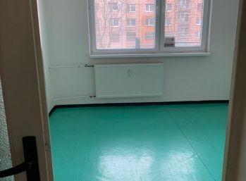 PREDAJ - 4 izbový byt v pôvodnom stave - Michalovce