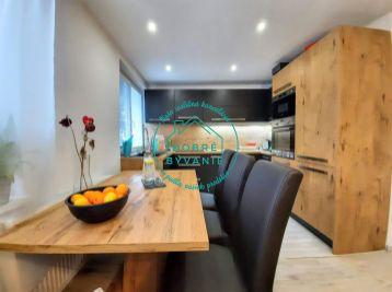 Exkluzívna ponuka! Na predaj 3 izbový tehlový byt v štvorbytovke s Garážou - milionárska štvrť