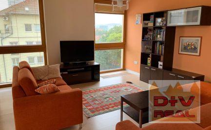 2 izbový byt, Páričkova ulica, priestranný, zariadený, loggia na prenájom