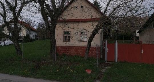 Ponúkame na predaj starší dom aj so stavebným pozemkom Stará Halič