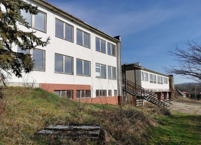administratívna budova - Dolné Plachtince - Fotografia 1
