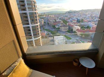 BA I. Luxusný 2 izb. byt s krásnym výhľadom v SKYPARKU