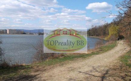 Predaj pozemku 1 472 m2, na  Zvolenskej priehrade  na rekreačné využitie – cena 48 000€