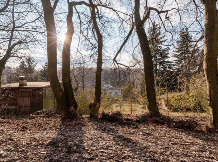 DÚBRAVKA, pozemok 1914 m2 - určený na stavbu CELOROČNE OBÝVATEĽNÉHO OBJEKTU, ticho, súkromie, les
