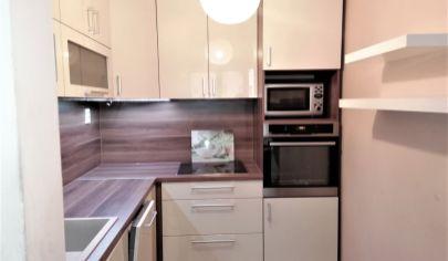 Predaj – Slnečný 2 izbový byt v nízko podlažnom, tehlovom bytovom dome – Dúbravka.BA IV.TOP PONUKA !