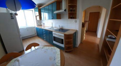 Kuchárek-real:  Prenájom priestranného, zariadeného  2 izbového bytu, Pezinok.