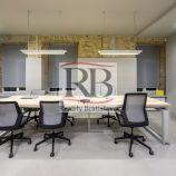 Nové kancelária svysokými stromami