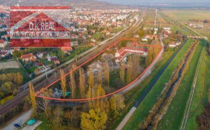 Ponúkame na predaj prevádzkový areál pri Bratislave, v lokalite Svätý Jur