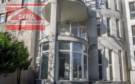 Ponúkame na predaj pekný, slnečný 4-izbový byt v Starom Meste na Palárikovej ulici