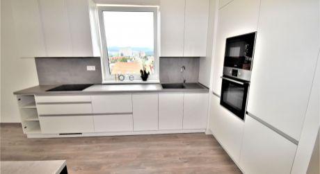 Na prenájom 2 izbový byt s balkónom v novostavbe+park.miesto, 54 m2, Trenčín, ul. Zlatovská