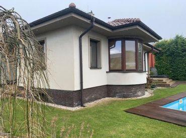 Nádherný rodinný dom s bazénom, garážou, fitness,...