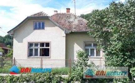--- PREDANÉ ---   BÁNOVCE  nad  BEBRAVOU – Obec MIEZGOVCE –  3 – izb. rod. dom s garážou a peknou záhradou / pozemok 1.373 m2
