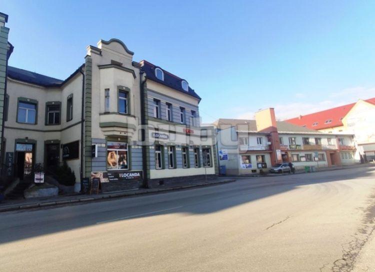 Polyfunkčný objekt s parkoviskom na predaj v centre Vrútok, okres Martin