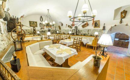 Na prenájom kompletne zrekonštruovaná, zariadená reštaurácia s novou kuchyňou v Starom meste.