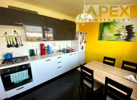 Exkluzívne iba u nás v APEX reality 3i. byt po kompletnej rekonštrukcii, Hollého ul., 81 m2, balkón