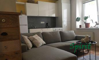 Šikovný a praktický 2i byt na prenájom – Staré Mesto