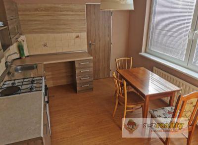 3071 Na predaj veľký 3 izbový byt v Nových Zámkoch