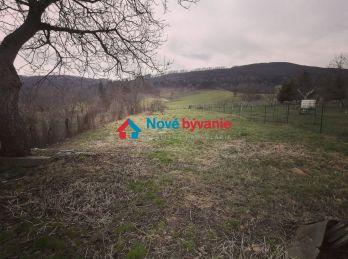 Pokoj a pohoda. EXKLUZÍVNE na predaj pozemok so starým domom v Borove (N138-12-MIM)