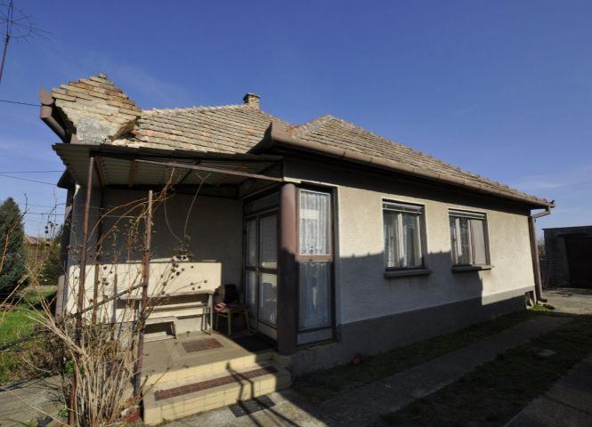 Rodinný dom - Hurbanovo - Fotografia 1