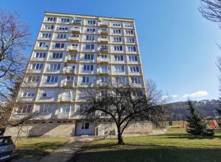 Zaujímavý 2 izb. byt /balkón, výťah/ Piešťany