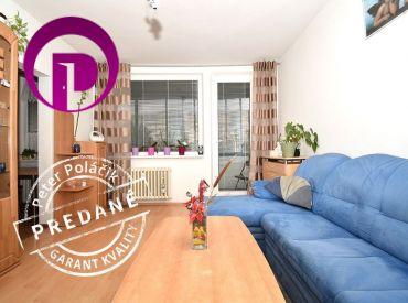 REZERVOVANÉ: 5i byt, 91 m2 – BA-Karloveská: čiastočná rekonštrukcia, veľká loggia, VYHĽADÁVANÁ lokalita