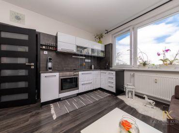 REZERVOVANÉ- 1 izbový byt po vkusnej rekonštrukcii so zmenenou dispozíciou na ulici Znievska v Petržalke