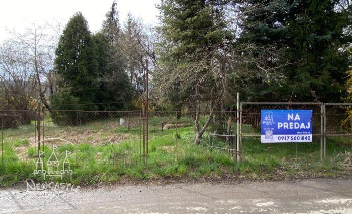 Exkluzívne na predaj,  Pozemok s IS na pozemku s rozlohou 1424 m2