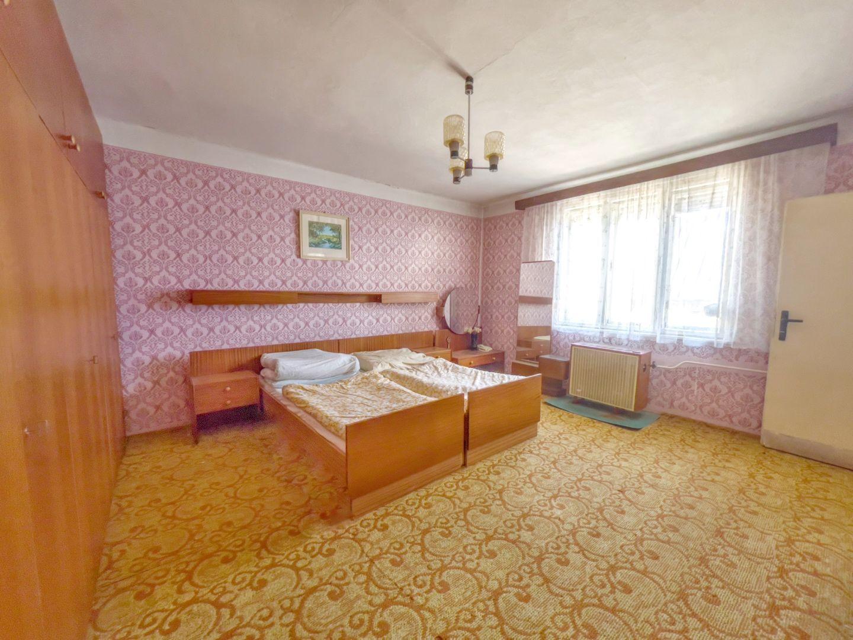 Pekný rodinný dom s veľkým pozemkom, Dojč