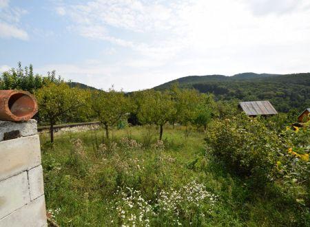 Chatka a záhrada /394 m2/ Hubina