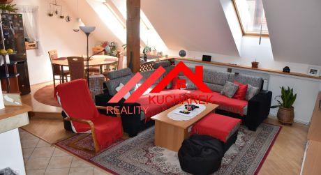Kuchárek-real: Ponúka priestranný 5 izbový mezonet v centre Pezinka.