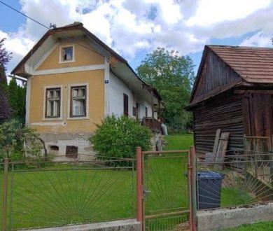 Ponúkame na predaj krásny starý domček z roku 1932 v obci Kolárovice.
