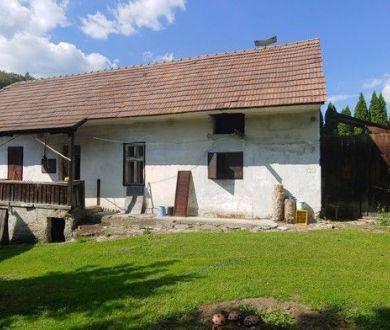 Ponúkame na predaj krásny starý domček v obci Kolárovice.