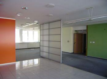 PROMINENT REAL prenajme obchodné priestory v BA IV na ulici Ľ. Fullu.