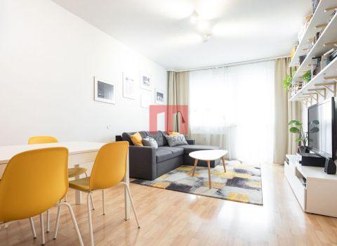 REZERVOVANÝ 2 izbový byt na Budatínskej ulici s dvomi lodžiami