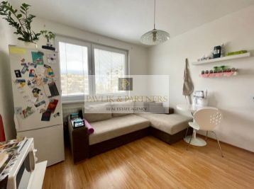 Predaj pekný čiastočne zariadený 1 izbový byt, Klokočina