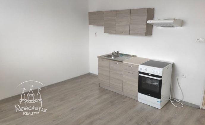 Ponúkame na prenájom 1-izb. byt v Nových Zámkoch s rozlohou 54m2