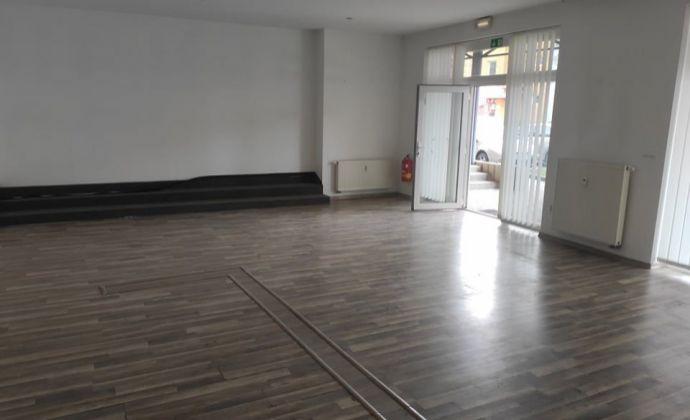 PRENÁJOM kancelárskeho/obchodného priestoru blízko centra Nových Zámkov