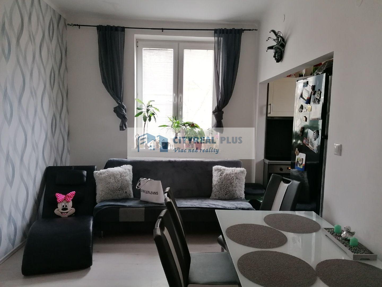 Ponúkame krásny 2 izbový tehlový byt s malou  záhradkou